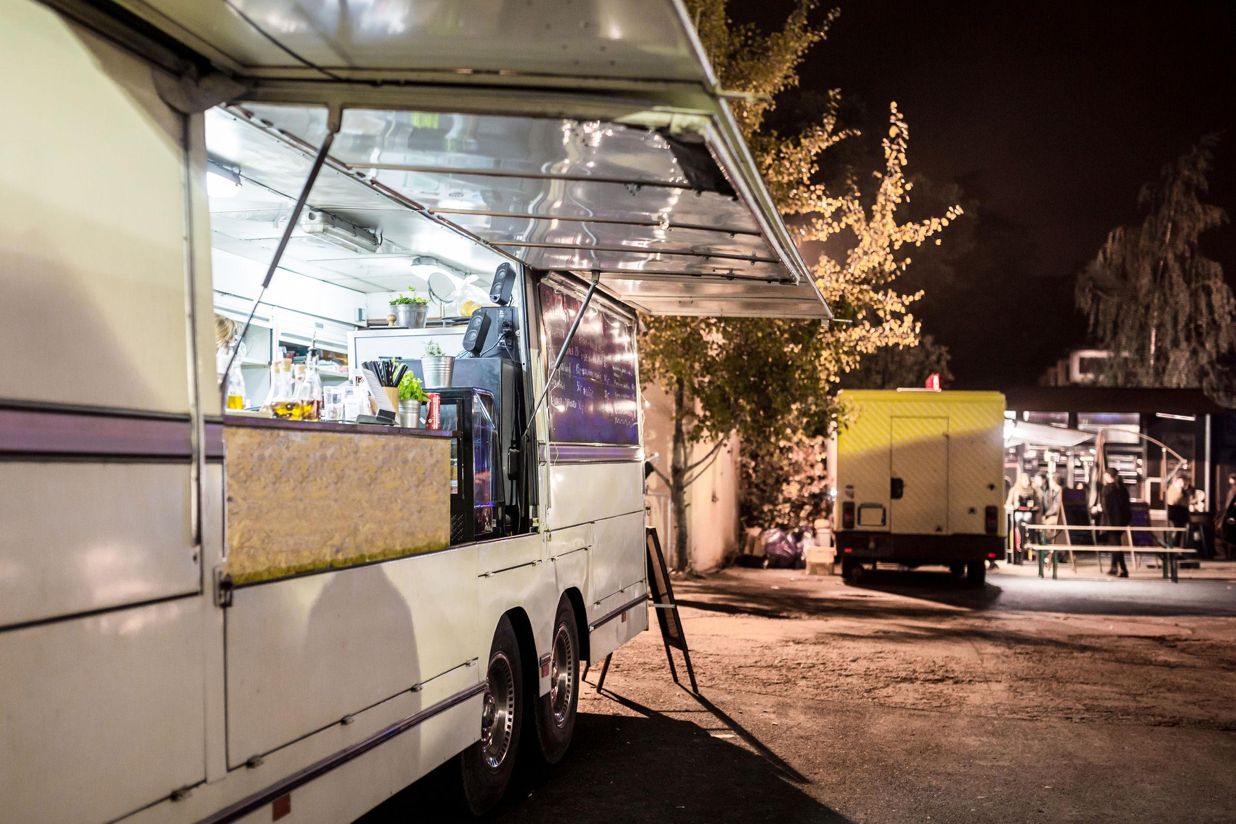 移動販売の営業許可は「食品 営業自動車」と「食品移動自動車」の二種類