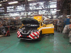 トノックス工場でのパトロールカー製造のようす