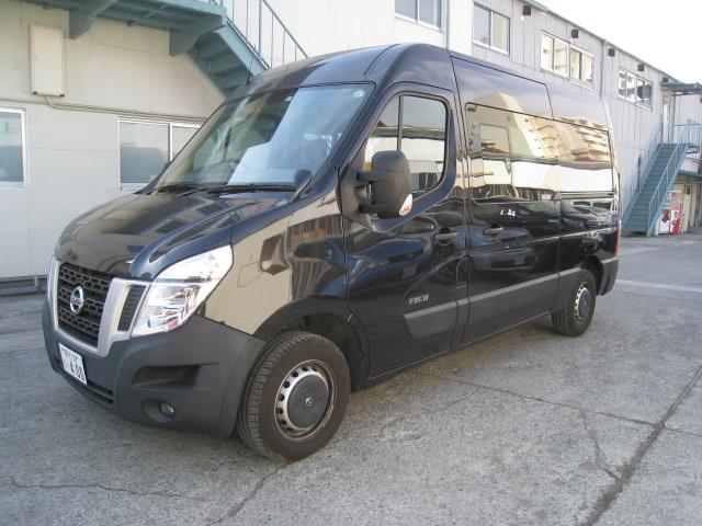 NISSAN 社のワンボックスバン型移動販売車
