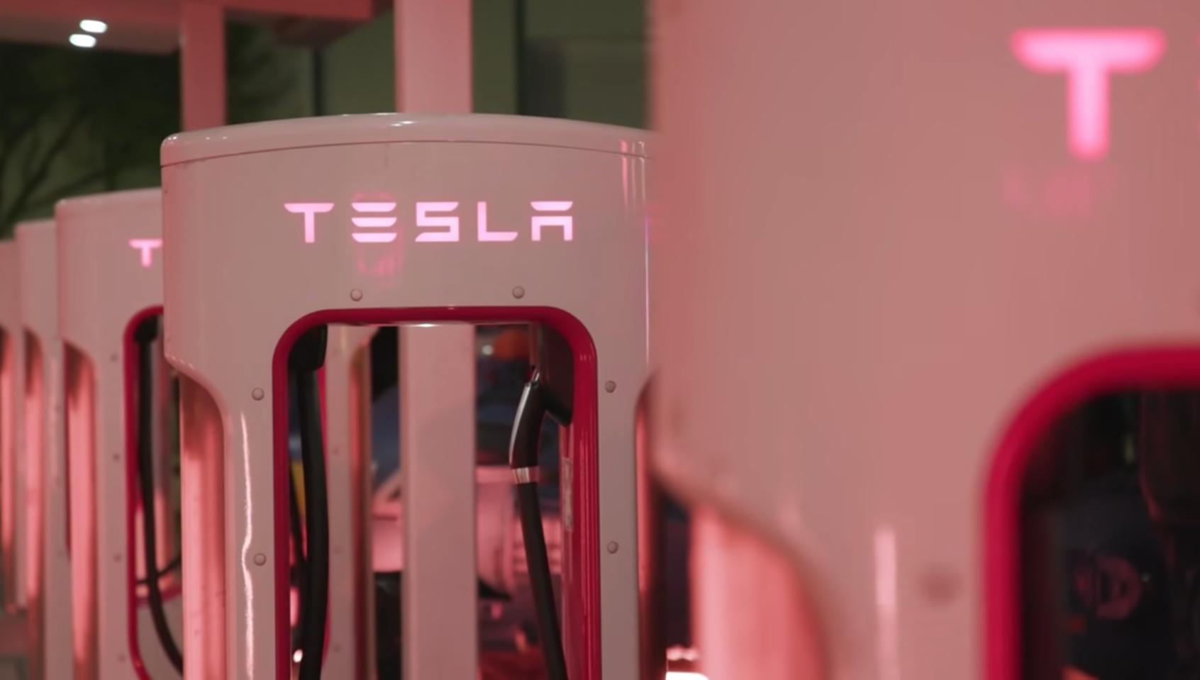 テスラ社は2003年に設立された電気自動車を専門とするアメリカの会社です。