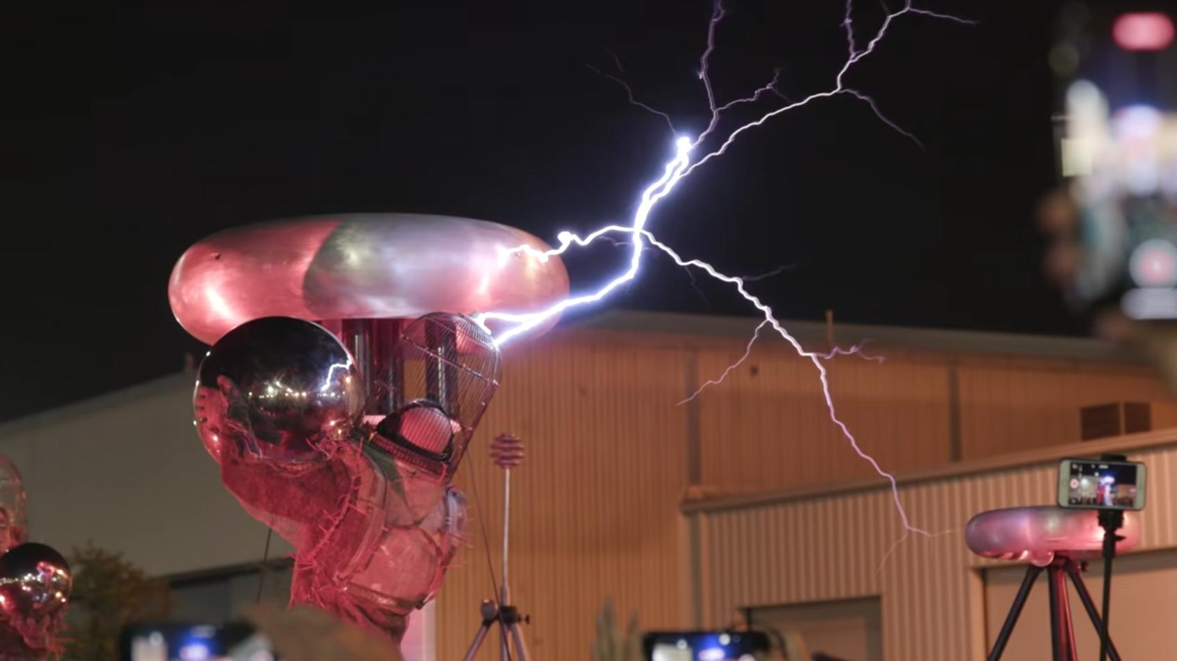 テスラ社の社名は電気技師であり物理学者である「ニコラ・テスラ」に由来する