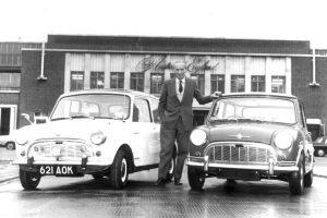 ギリシア系イギリス人の自動車技術者 「アレック・イシゴニス」(Wikipediaより)