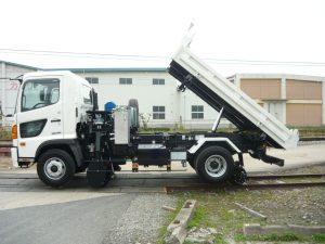 トラックに改造を加えた架装車の一つ「軌陸車」